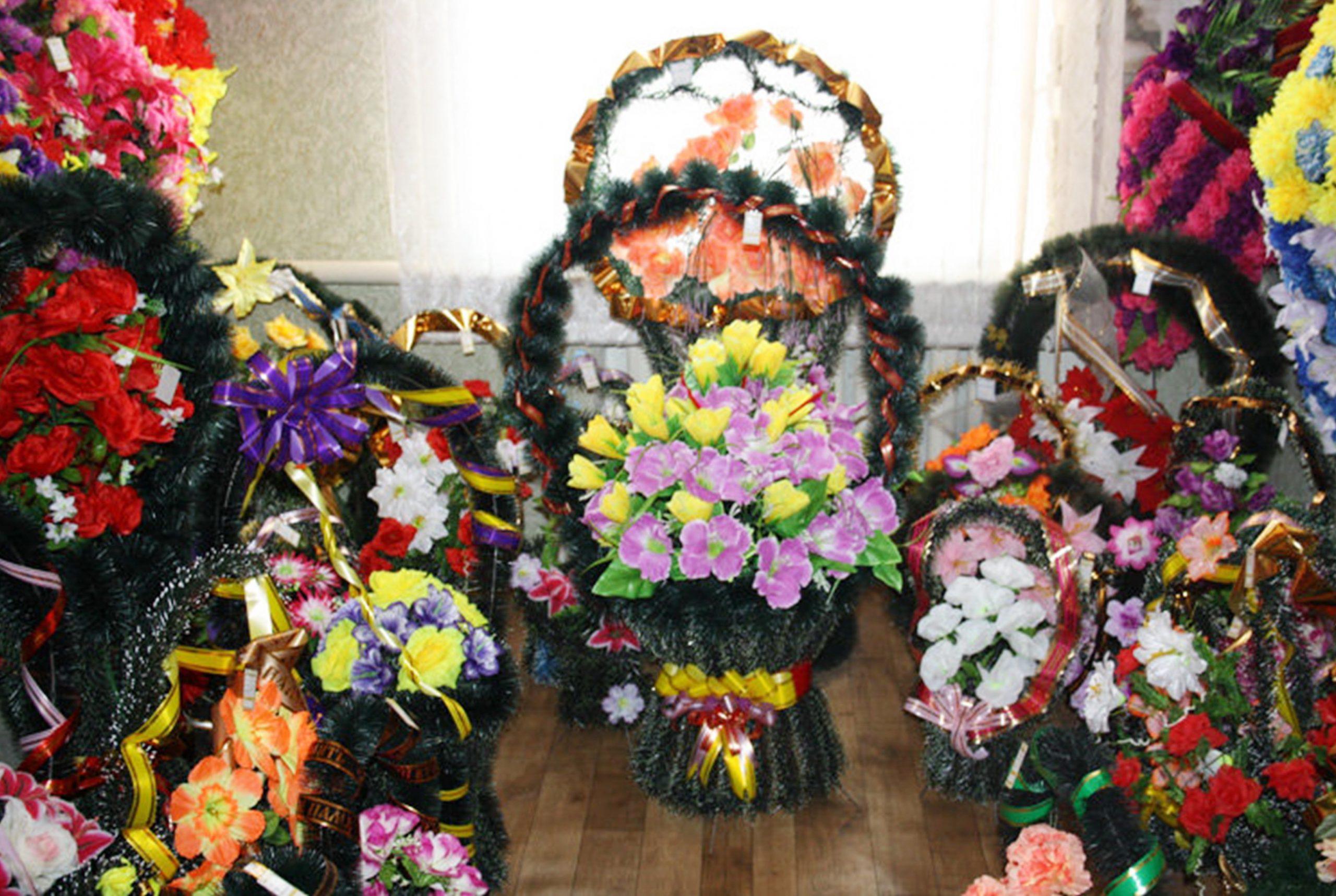 Траурные венки и аксессуары в В.Волочке